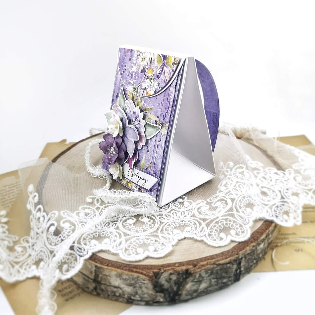 Kartka w kształcie plecaka. Pomysłowe opakowanie na prezent dla nauczyciela.