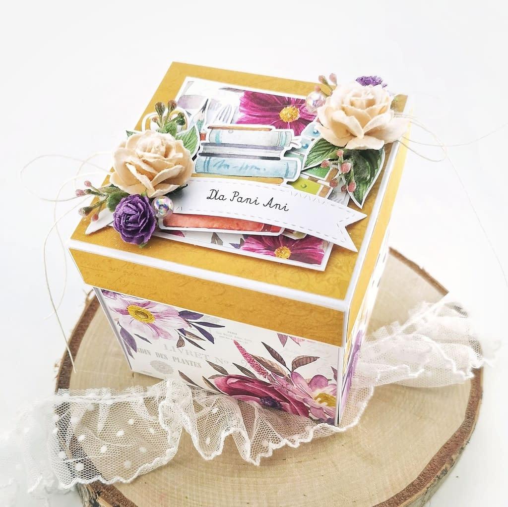 Exploding box dla wychowawczyni w kolorze żółtym i fioletowym. Pełen dobrej energii i życzeń od dzieci box to oryginalny pomysł na podziękowanie dla wychowawczyni.