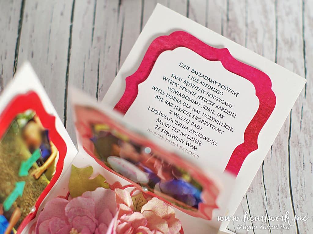 Oryginalne podziękowania dla rodziców od pary młodej. Exploding box ze zdjęciami pary młodej. Ręcznie robiony exploding box. Prezent dla rodziców z podziękowaniem za wychowanie. Ręcznie robione podziękowania na ślub.