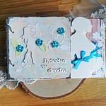 Turkusowy album ciążowy ozdobiony techniką scrapbooking. Strony oklejone papierami w odcieniach turkusu i brązu. Idealny prezent dla przyszłej mamy spodziewającej się chłopca.