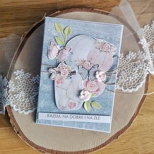Niebieska kartka ślubna z motylami