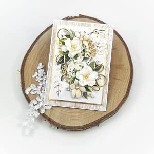 Ręcznie robiona kartka okolicznościowa z kwiatami z papieru oraz foamiranu. Biało-złota kartka idealna na ślub, urodziny, imieniny.