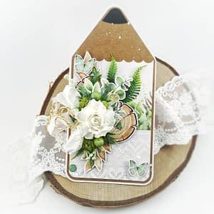 Rustykalna kartka w kształcie ołówka. Ręcznie robiona kartka dla nauczycielki. Kartka z ręcznie robionymi kwiatami z foamiranu. Oryginalny prezent dla nauczyciela.