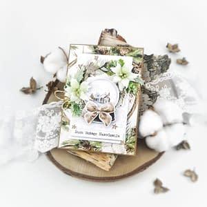 Bogato zdobiona kartka bożonarodzeniowa. Ręcznie robiona kartka na Boże Narodzenie. Kartka w naturalnych kolorach, zdobiona ręcznie wykonanymi kwiatami z pianki foamiran.