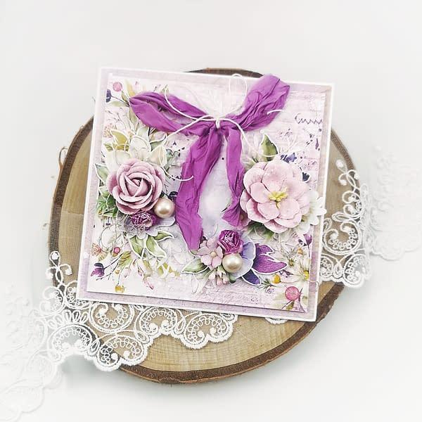Ręcznie robiona fioletowa kartka okolicznościowa z wianuszkiem kwiatów. Kartka urodzinowa lub na imieniny z możliwością personalizacji.