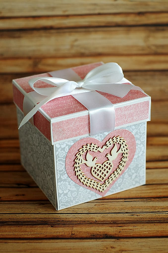 Ręcznie robiony exploding box. Prezent z okazji ślubu.